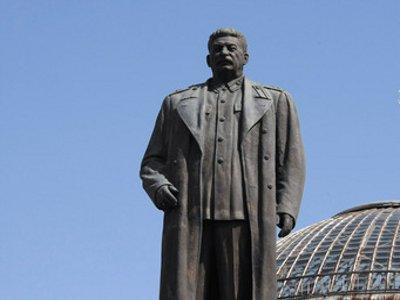 Коммунисты будут добиваться восстановления памятника Сталину на площади Победы