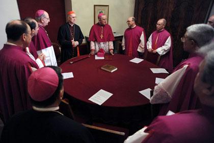 Кардиналы в Ватикане начали отбор кандидатов в папы