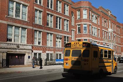 Власти Чикаго объявили о массовом закрытии школ