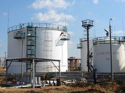Селянин умыкнул с нефтебазы огромную цистерну для бензина и ворота