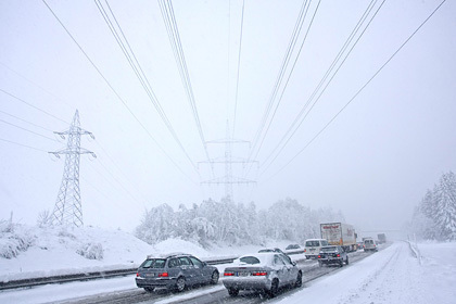 В Австрии из-за снегопада столкнулись 100 машин
