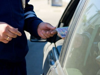 Лишенный прав шофер утаил водительское удостоверение и продолжил по нему ездить