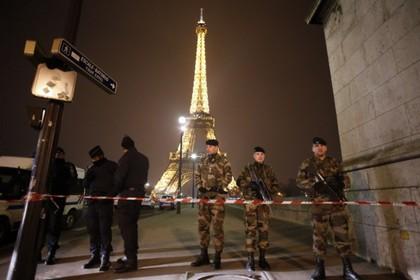 C Эйфелевой башни эвакуировали туристов