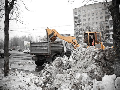 Смоленск активно избавляется от снежных завалов