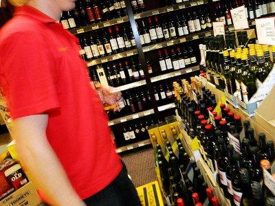Магазин на проспекте Строителей дважды прокололся на продаже спиртного ночью