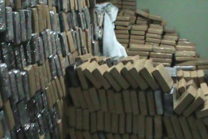 В Гамбии публично уничтожили две тонны кокаина