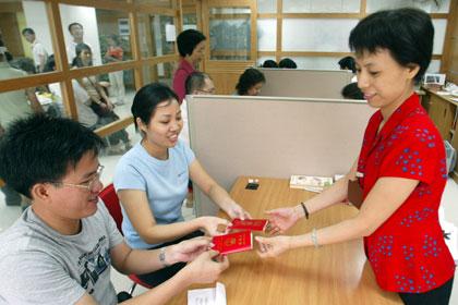 Китайцы начали массово разводиться из-за нового налога