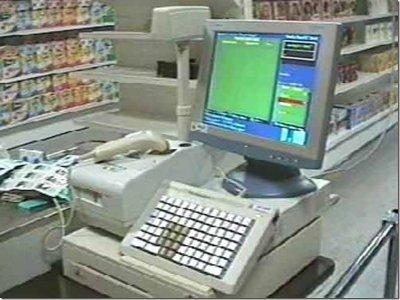 Отвернувшись на мгновение от кассы, продавец прозевала хищение выручки