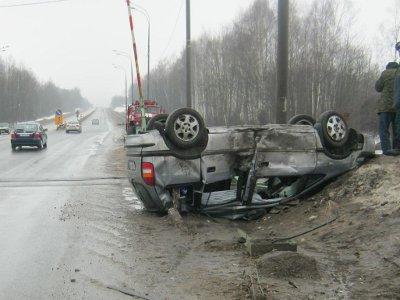 Автомобилист подшофе врезался на «Опеле» в шлагбаум и сломал ребра