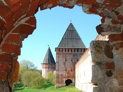Смоленская крепостная стена продолжает лидировать в голосовании «Россия-10»