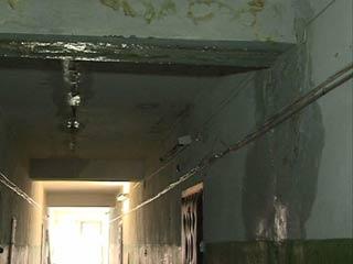 Жители смоленской пятиэтажки несколько лет не могут добиться капитального ремонта кровли
