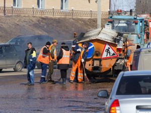 Дорожники приступили к активному латанию ям на улицах облцентра