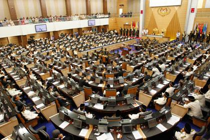 В Малайзии распустили парламент