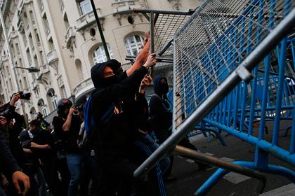Возмущенные безработицей испанцы осадили парламент