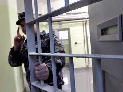 Тюремщик пытался продать свободу зэка его жене за 177 тысяч рублей