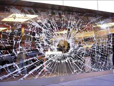 Детдомовец за ночь, разбив витрины, обчистил три магазина