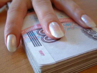 Жена прокурора области, будучи в декрете, заработала больше мужа
