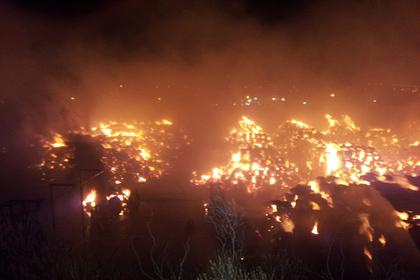 На фабрике в Бирмингеме загорелись тысячи тонн картона