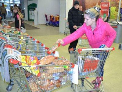 В гипермаркете провели акцию «Накорми голодного»