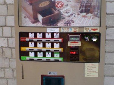 Четверо молодчиков за ночь разворотили три кофе-автомата
