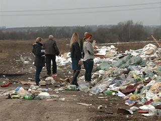 Коммунальные службы продолжают бороться со свалками в Смоленске