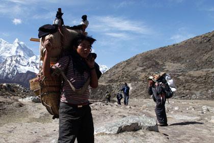 На Эвересте альпинисты подрались с проводниками