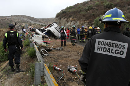 В Мексике при аварии автобуса погибли 16 туристов