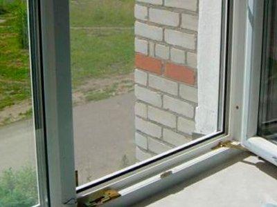 Еще один ребенок в Смоленской области выпал из окна