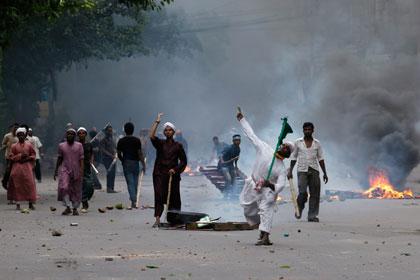 Сторонники смертной казни за богохульство устроили беспорядки в Бангладеш
