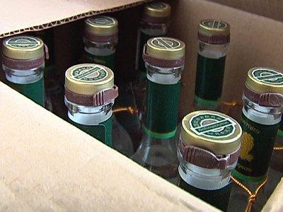 Полицейские остановили грузовик с пятью тысячами бутылок паленого алкоголя