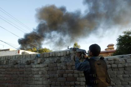 Боевики напали на офис Красного креста в Афганистане
