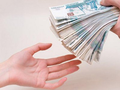 Бизнес-леди «кинула» свою работницу, заставив ее взять четыре кредита
