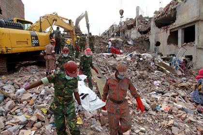 Число погибших при обрушении здания в Бангладеш превысило 700 человек