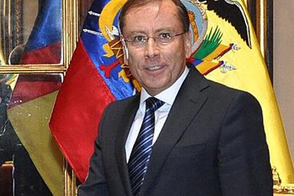 Эквадор уволил своего посла в Перу после драки в очереди