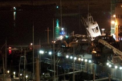 В Генуе судно врезалось в диспетчерскую вышку