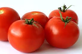 Для профилактики болезни Паркинсона в пищу следует чаще употреблять помидоры и перец