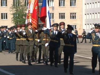 Смоленские курсанты прошли маршем по улицам областного центра