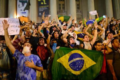В крупнейших городах Бразилии начались акции протеста