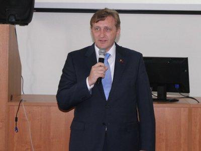 Данилюк пообещал жестче контролировать депутатов и объявил новую дату сессии