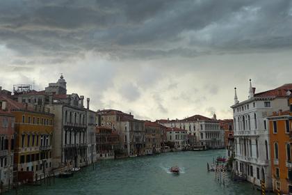 В Венеции ограбили курьерский катер