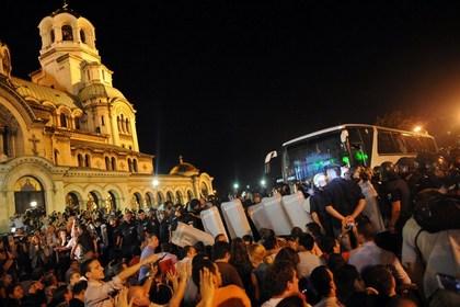 Демонстранты заблокировали болгарский парламент