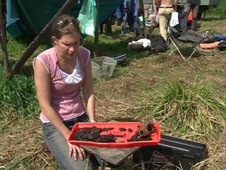 Археологи из Эрмитажа исследуют смоленские почвы на месте поселения древнего человека