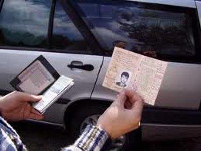 Лишенный прав водитель стал ездить с купленной «корочкой»