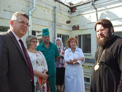При больницах откроют храмы и освободят от краски икону в перинатальном центре