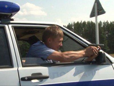 Забывший права водитель пустился наутек от гаишников, не страшась их выстрелов