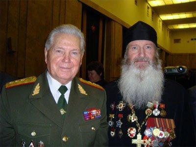 Воевавшего священника наградили за патриотическое воспитание молодежи
