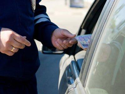 Автолюбитель предъявил «летучей бригаде» собственноручно продленные права