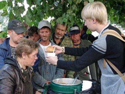 Для бездомных в городе открыли первую социальную столовую
