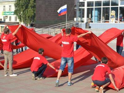 Площадка перед «Современником» окрасилась в три цвета российского флага