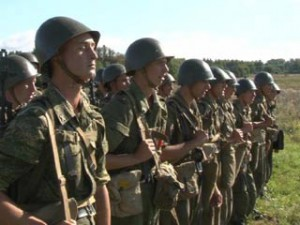 Студенты Смоленской военной академии проходят курс молодого бойца
